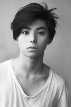 【二度めの夏、二度と会えない君】主演の村上虹郎がこたつで聴くCMは\u201dあっこゴリラ\u201d!wiki Spotify(スポティファイ)